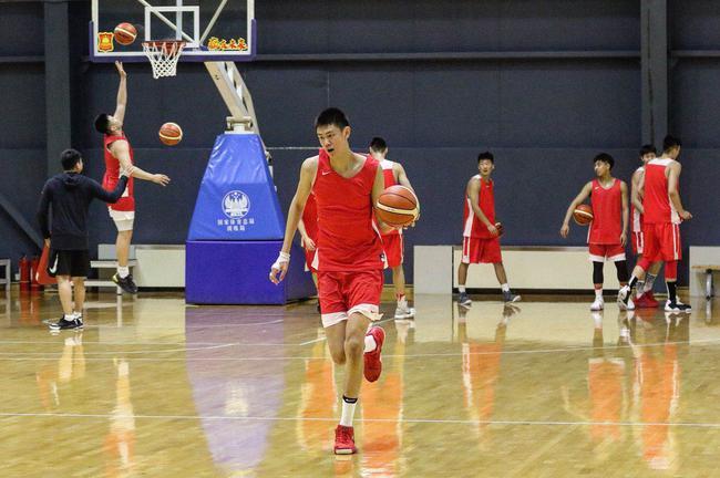 U19国青男篮完成首次合练