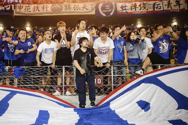 上千申花球迷赴武汉助威 卓尔特开免费接送巴士
