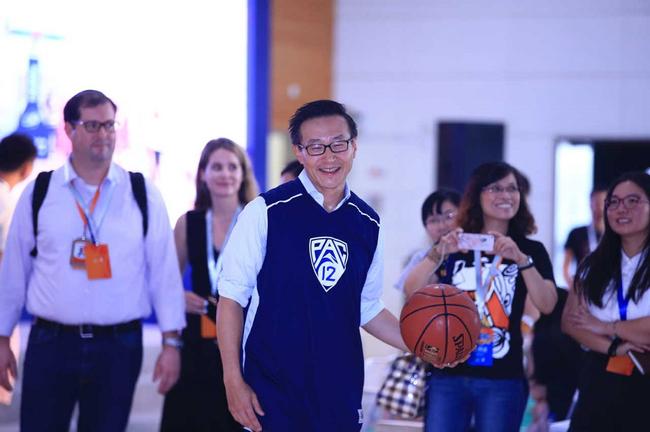 1字5453元蔡崇信稿酬昨曝光 成NBA首位被罚款中国老板