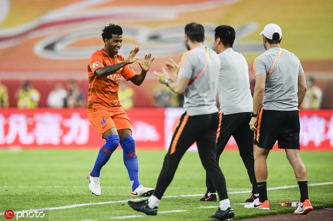 吉尔激活带刀后卫属性 进球后一举动打脸巴西媒体