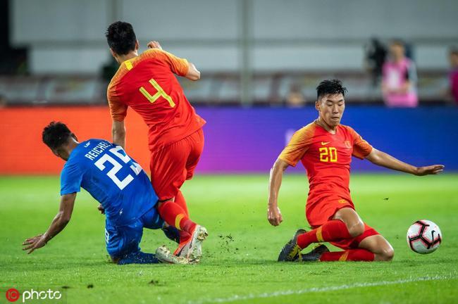 朱辰杰(右)完善国家队首秀
