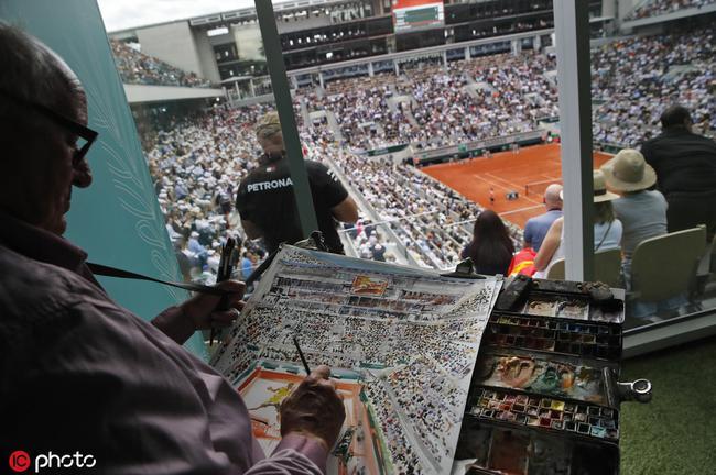 老艺术家边望比赛边作画