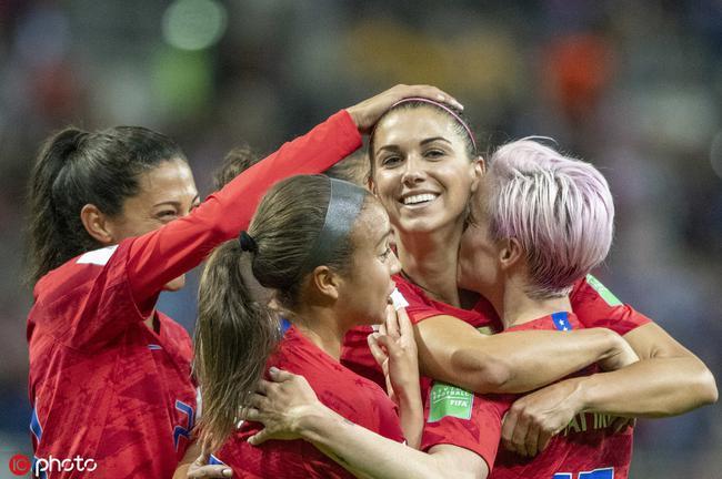 卫冕冠军美国女足强势起航