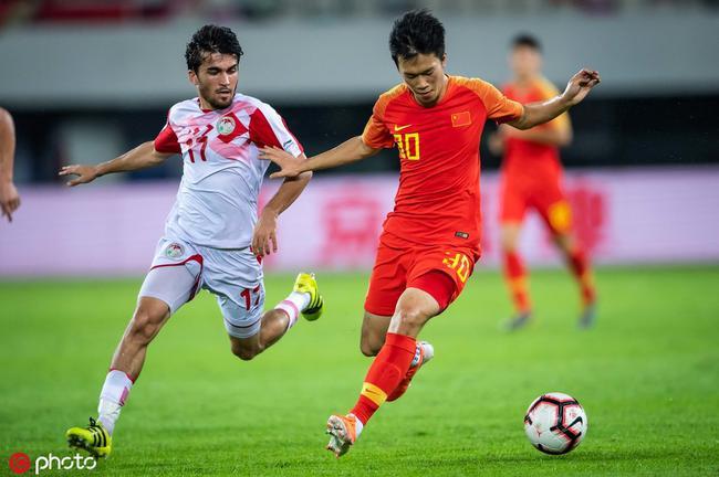 专访谢鹏飞:进国家队是梦想 与特谢拉踢球是种幸福