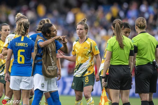巴西女足遭遇3球大逆转