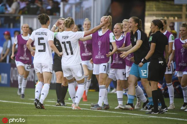 女足世界杯-德国4-0南非 三连胜零失球闯入16强