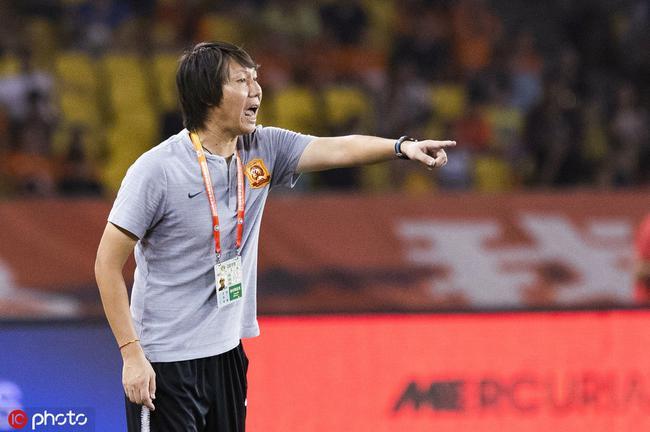 李铁:足球很残酷一分能接受 没红牌可能就输了