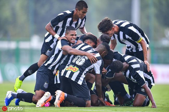 潍坊杯半决赛英国狼队0-4不敌巴西桑托斯队 无缘决赛