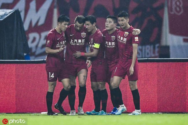 中超-阿瑙独造3球后伤退 上港5-1泰达迎近5轮首胜