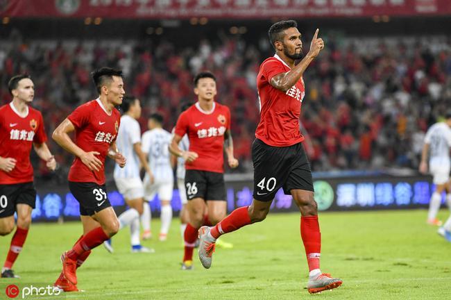 中超-姜积弘托西奇染红送三点 深圳4-0胜九人富力
