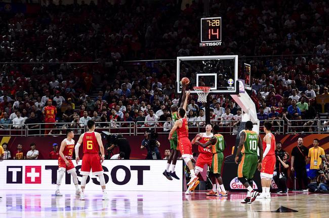 图2:2019国际篮联篮球天下杯中国队尾战出色霎时