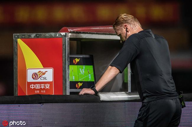 荷兰主裁看4分钟var后吹掉点球 这球究竟该怎么判?