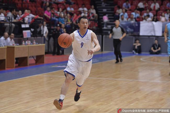 孙广信热爱篮球