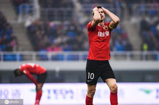 中超-乔纳森2球瓦格纳连7场破门 泰达3-0十人深足