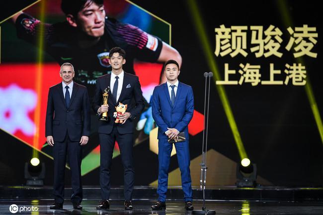 中超请拳王当颁奖嘉宾 期望为中国足球注入硬度