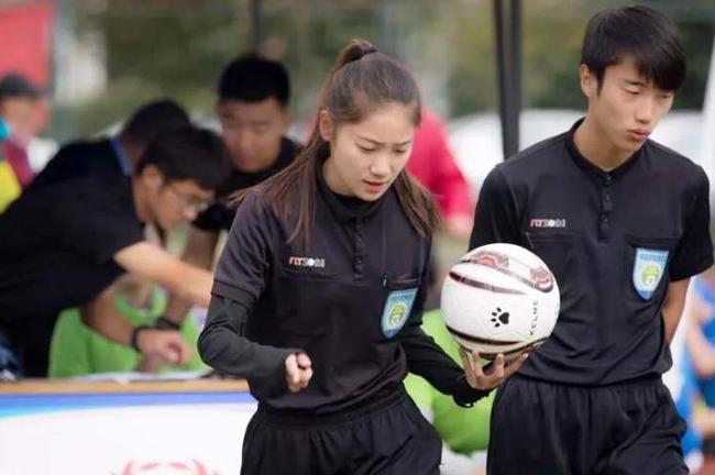 校园联赛女性裁判日益增多