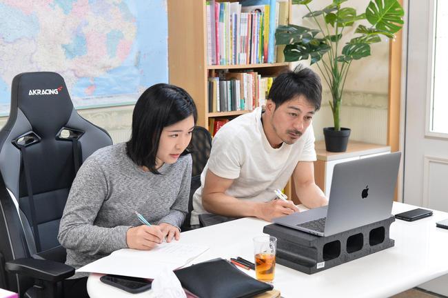 当女子中巡赛停摆时 冈村优当起了日本演员的老师
