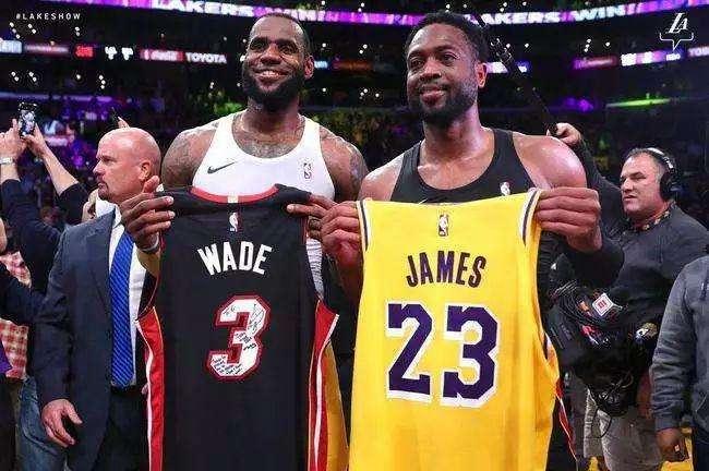 韦德称詹姆斯仍是最好球员 但MVP该给字母哥
