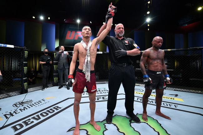 UFC|苏木达尔基首回合44秒KO终结戈登获胜