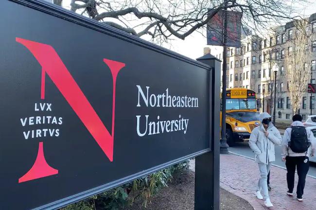 """美国波士顿东北大学出了一位""""色狼""""田径教练"""