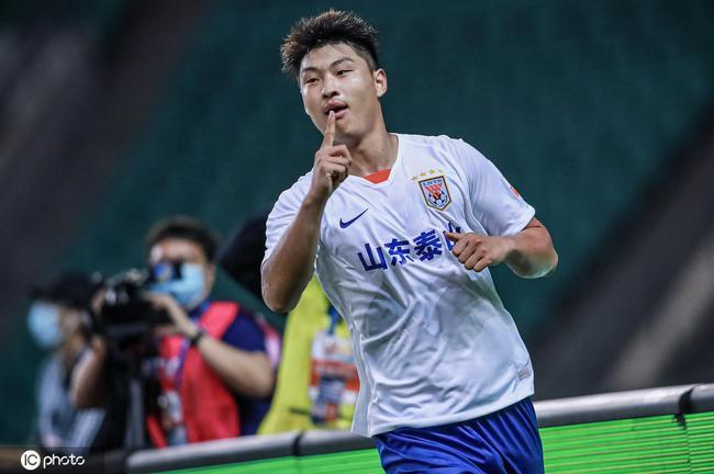 中超-莱昂纳多头球郭田雨爆射 泰山2-0重庆开门红