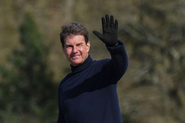 克鲁斯英国拍戏间隙打高尔夫 飞到圣安德鲁斯过瘾