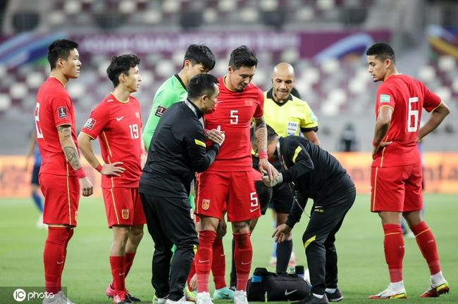 Photo of 半场-张琳芃伤退大迫勇也破门 国足暂0-1落后日本 | sports.sina.com.cn