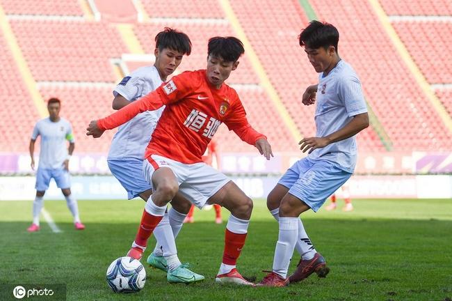极致反差!广州队被中乙队淘汰 因没人门将踢中锋