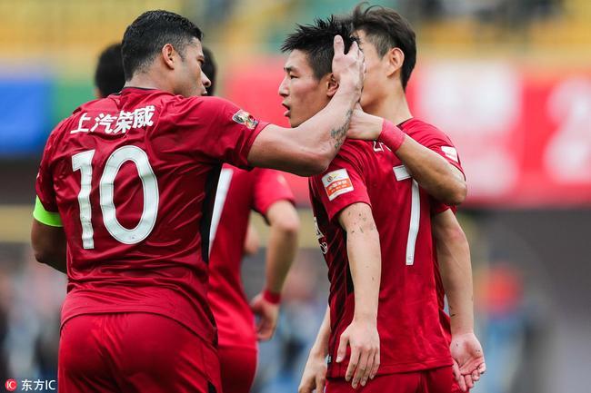 中超-武磊大四喜胡尔克传射 上港五球逆转5-2富力