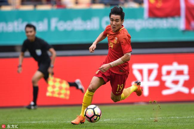 韦世豪在中国杯中遮挡小臂文身