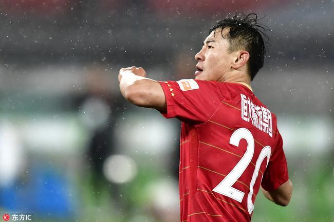 进球GIF-朴成后场玩火被断球 于汉超禁区推空门