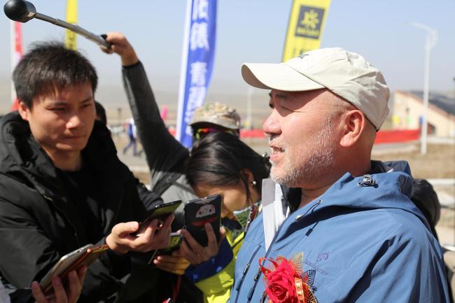 国家体育总局登山运动管理中心副主任、中国登山协会副主席王勇峰接受媒体采访