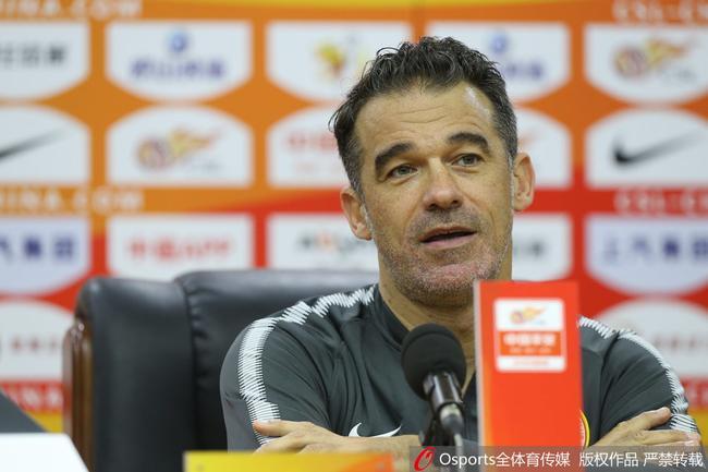 路易斯:满意队伍后防表现 现在想回西班牙亲儿子