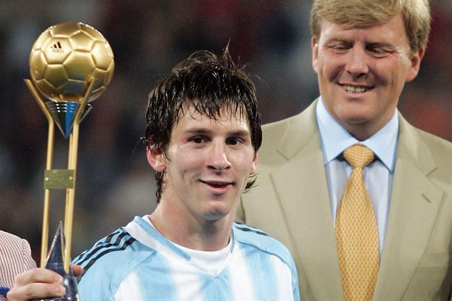 率阿根廷夺世青赛冠军时的梅西