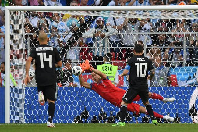 揭秘截杀梅西的冰岛英雄:兼职踢球 之前是拍片的