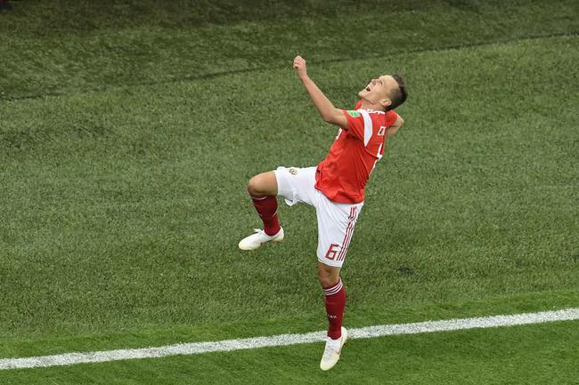 切里舍夫庆祝进球