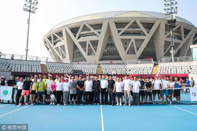 """首届""""国网杯""""网球公开赛在布拉德-德拉维特球场举行"""