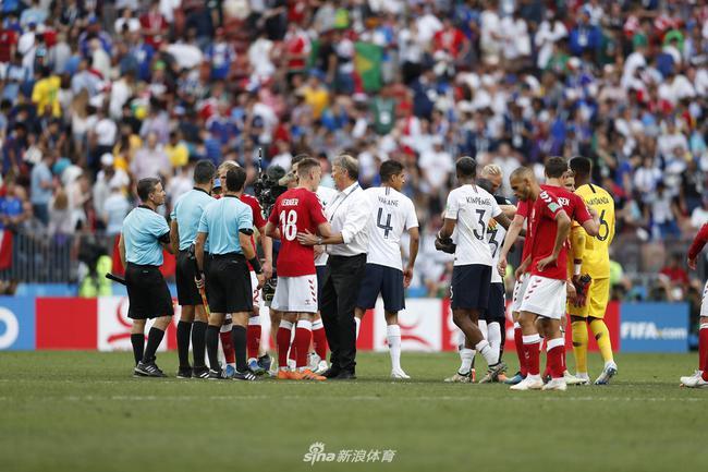 两边奉献了本届世界杯的第一场0-0比分