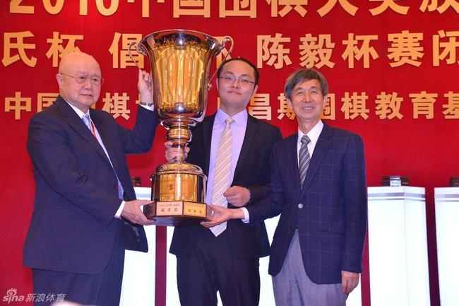 唐韦星夺得第八届应氏杯冠军