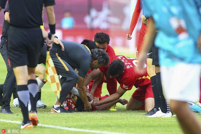 杨立瑜向王寿挺道歉:当时就想着顶球 无意冲撞