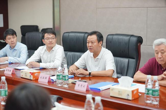 中奥体育集团总裁刘亚群在合作启动仪式上讲话