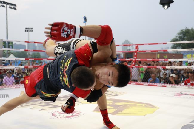 我就是拳王:沙依兰十字固速胜 吕晓芳赢女子大战