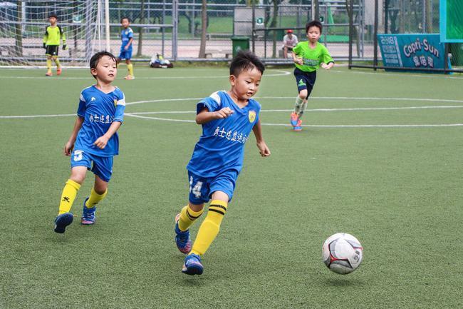 深圳福田杯青少年足球联赛四强诞生 车范根现场助阵