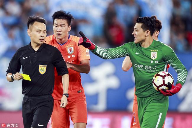 山东记者:连鲁战主裁显然是双重标准 点球存争议