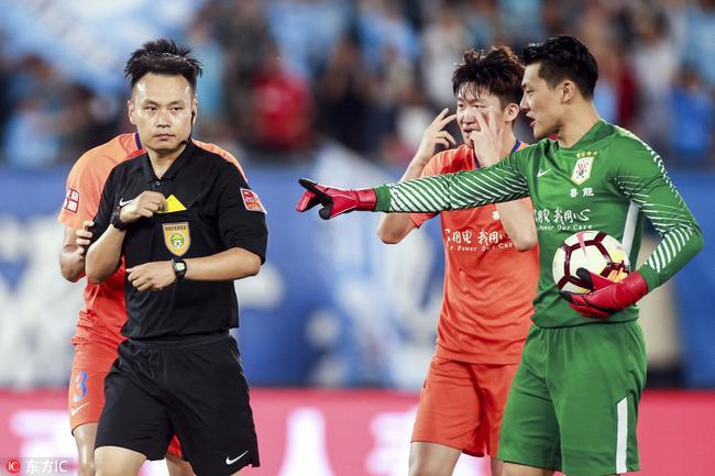 鲁媒批连鲁战主裁:他选择激化矛盾 比赛混乱落幕