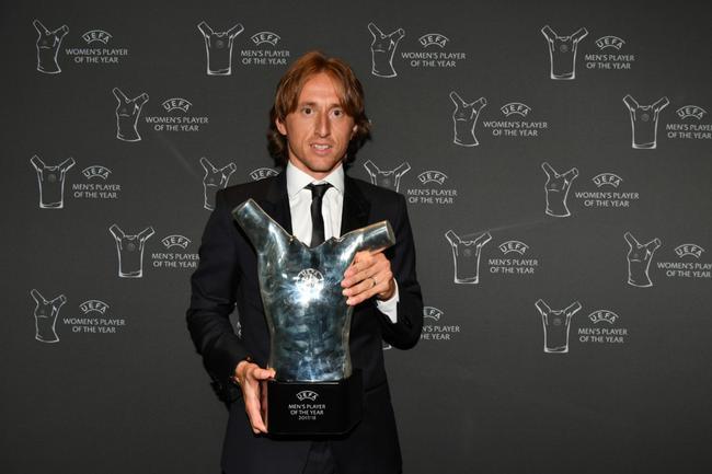 莫德里奇拿到了欧足联的最佳球员奖项