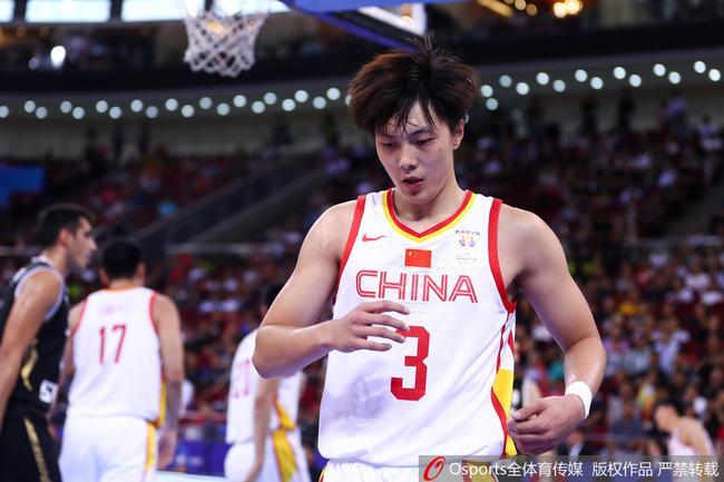 FIBA官网更正乌龙 胡明轩获国家队首次两双!