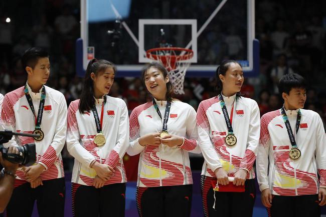 亚运会女篮颁奖仪式