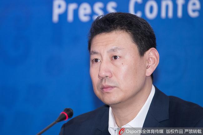 京媒:7人评估小组决定聘用李楠 成绩好是首因