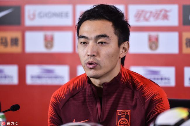 冯潇霆:国足是最高荣誉全力以赴 随后才考虑俱乐部